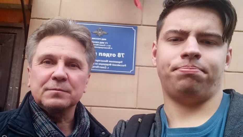 """В Петербурге задержали участника """"чаепития"""" в день рождения Путина"""