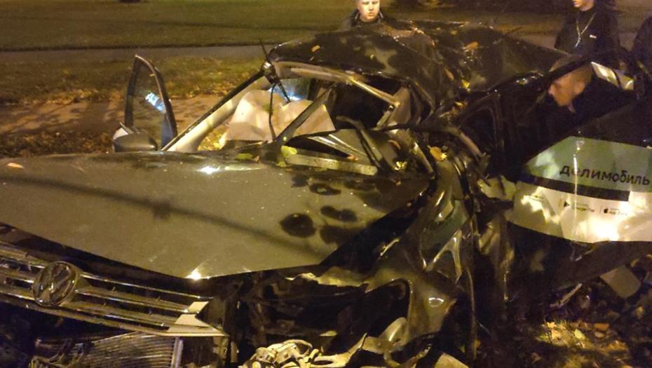 Водитель каршеринга погиб в аварии на проспекте Непокорённых