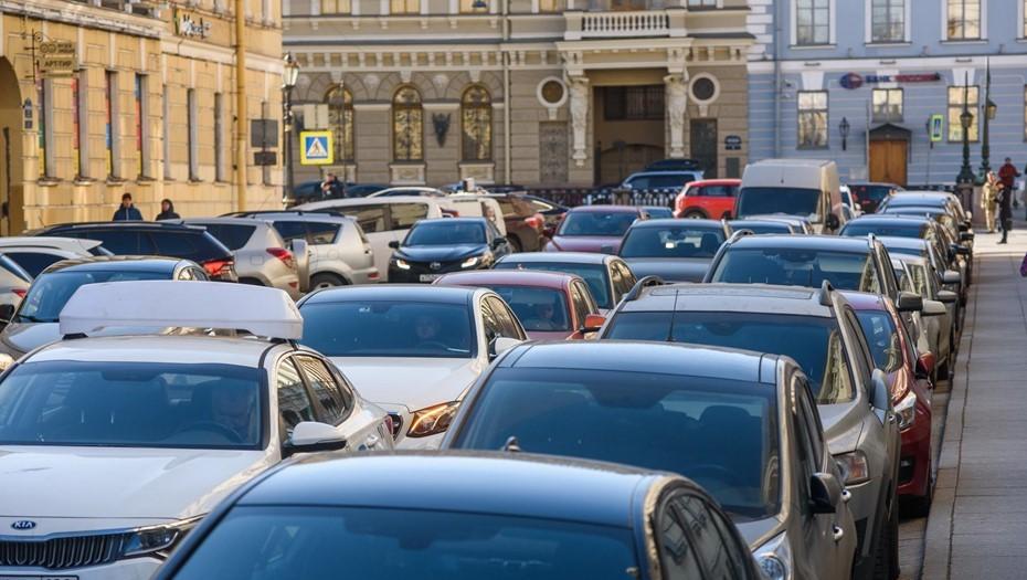 За один день в Петербурге выявили почти 1,5 тыс. нарушений парковки