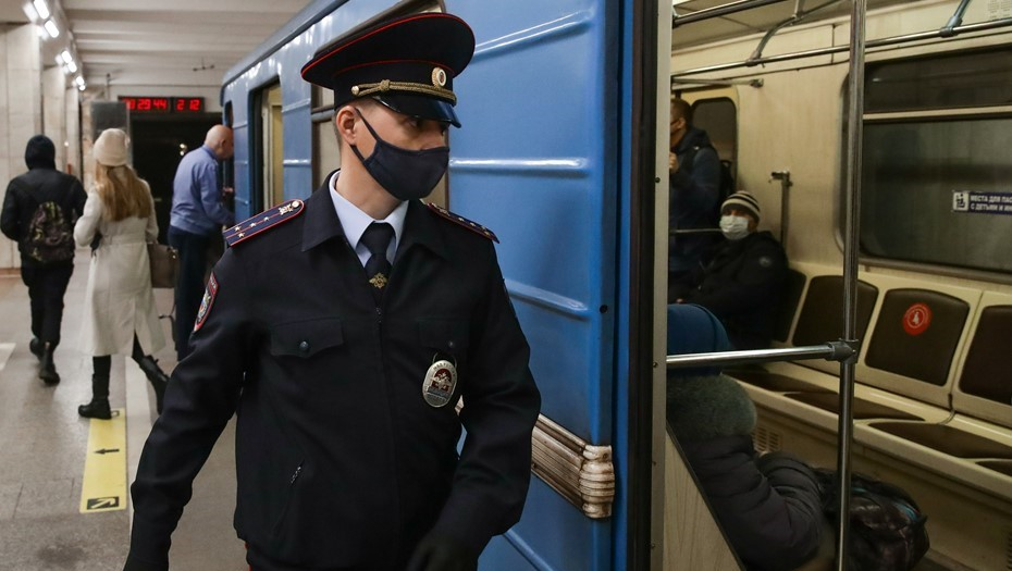 """Движение поездов в метро восстановили после инцидента на """"Ладожской"""""""