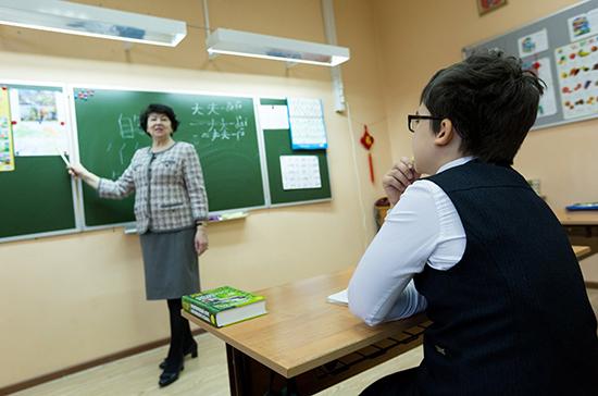 Эксперт объяснила необходимость пересмотреть нормы оплаты труда педагогов