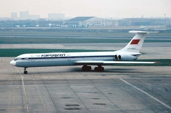 Какому самолёту нужно меньше топлива
