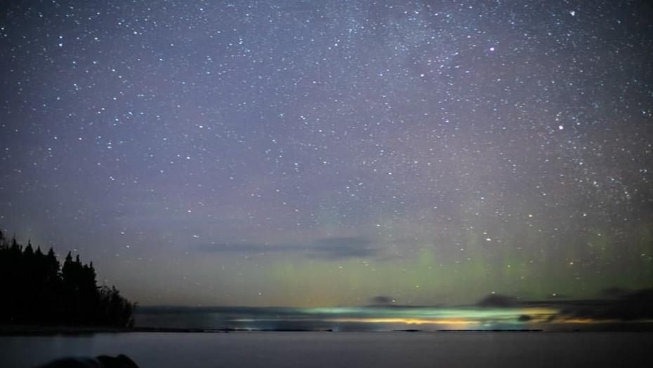 На берегу Ладожского озера засняли метеоритный дождь