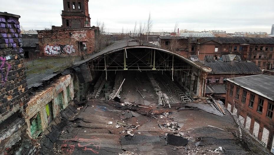 """На """"Красном треугольнике"""" рухнула крыша исторического здания"""