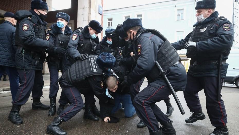 """На """"Русском марше"""" в Москве задержали несколько десятков человек"""