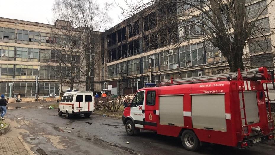 На территории ЛЭМЗ в Петербурге вновь произошел пожар