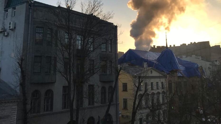 На Васильевском острове загорелся особняк Форостовского