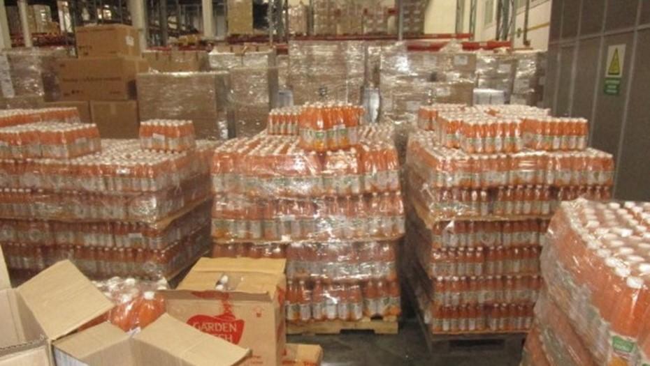 Петербургские таможенники изъяли почти 70 тыс. бутылок с соком манго