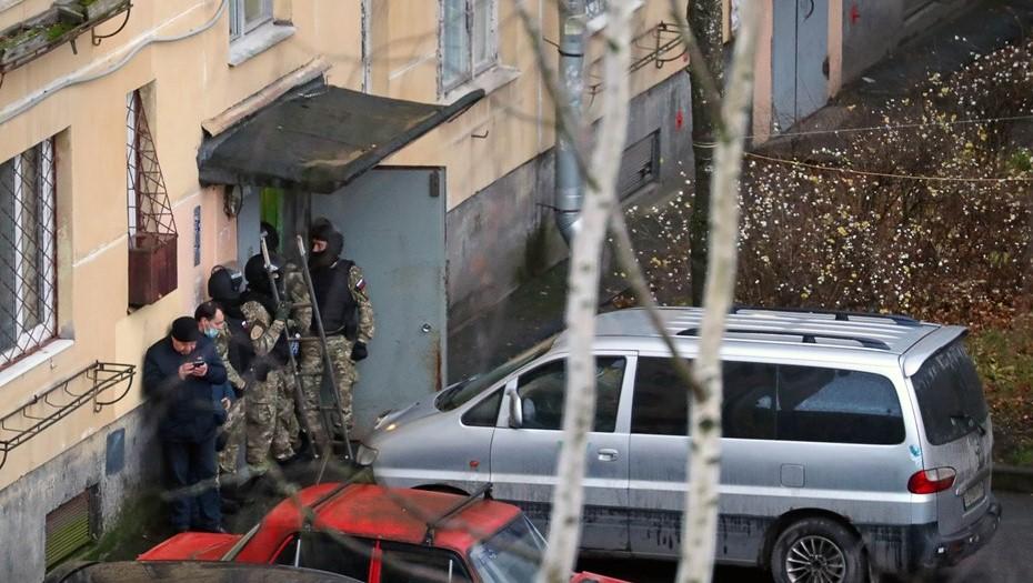 Петербуржец, взявший в заложники детей, сдался полиции