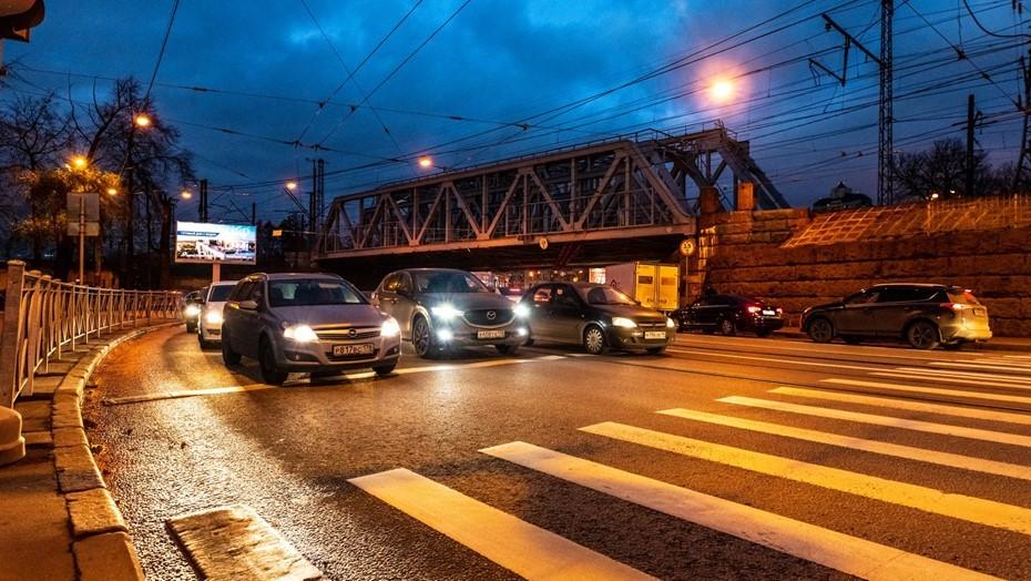 Пожилая женщина погибла на пешеходном переходе на севере Петербурга