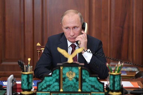 Путин обсудил с Макроном ситуацию в Карабахе
