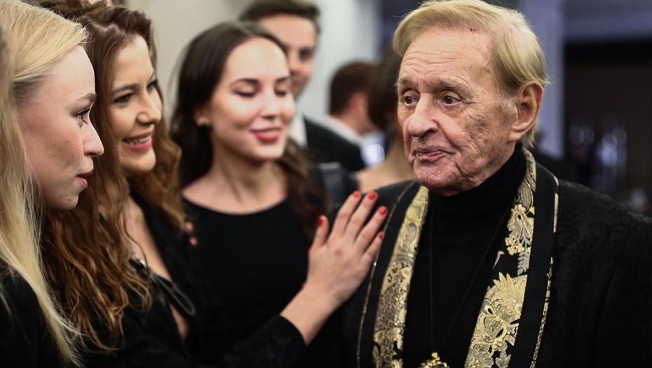 Режиссер Роман Виктюк умер после заражения коронавирусом