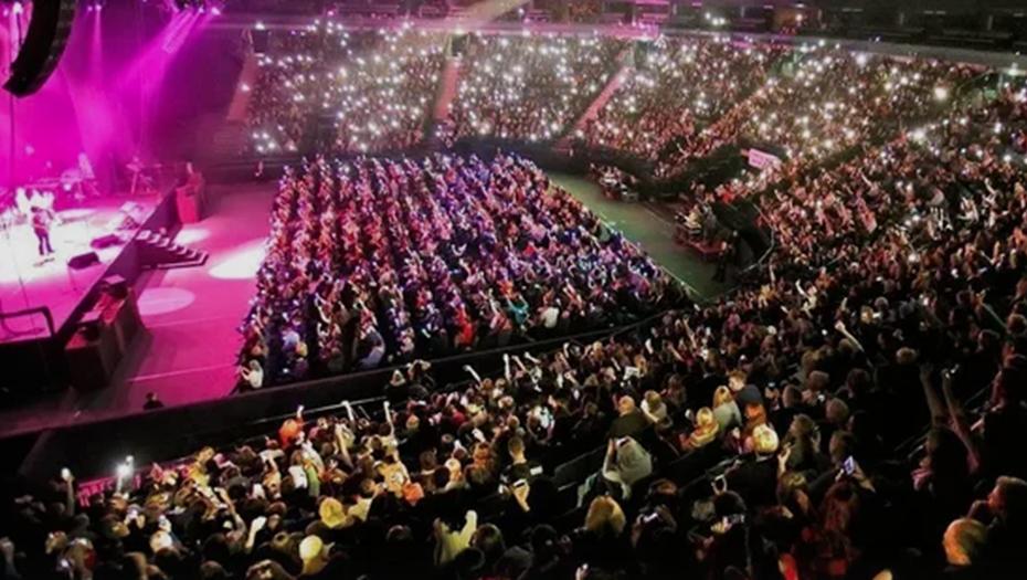 Роспотребнадзор поручил принять решения по концерту Басты в Петербурге