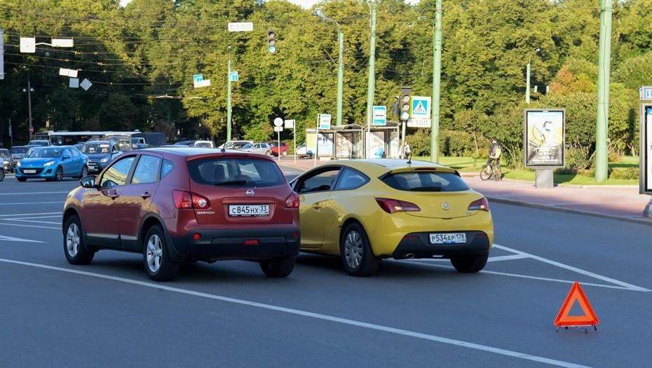 Российским водителям разрешили оформлять ДТП электронным способом