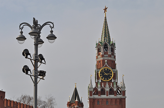 Рубиновые звёзды появились над Кремлем к 20-летию Октябрьской революции