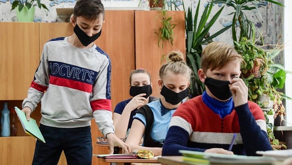 Среди петербургских школьников снизалась заболеваемость COVID-19