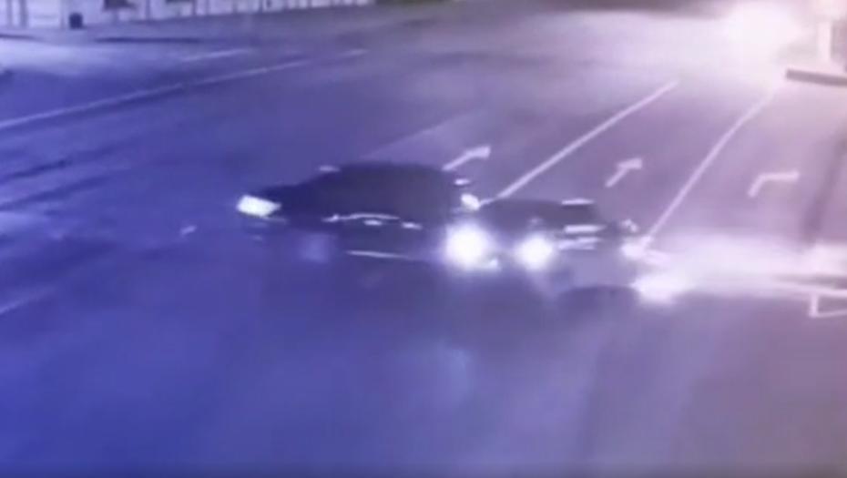 """В аварию у Литейного моста попал Mercedes основателя сервиса """"Купибилет"""""""
