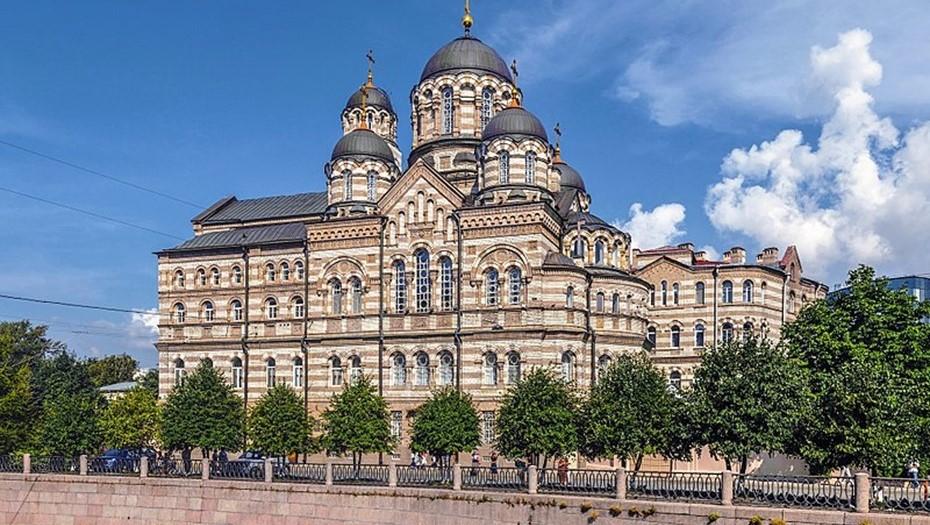 В центре Петербурга горит склад с иконами женского монастыря