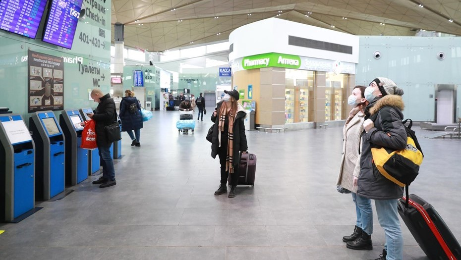 В Петербурге будут судить уборщицу, работавшую без маски в Пулково