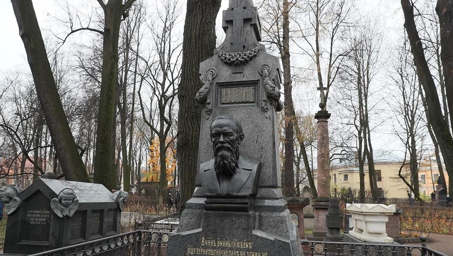 В Петербурге открыли отреставрированный памятник Достоевскому