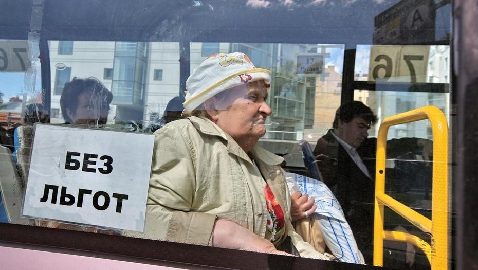 В Петербурге пенсионерку задержали за драку с полицейским из-за маски