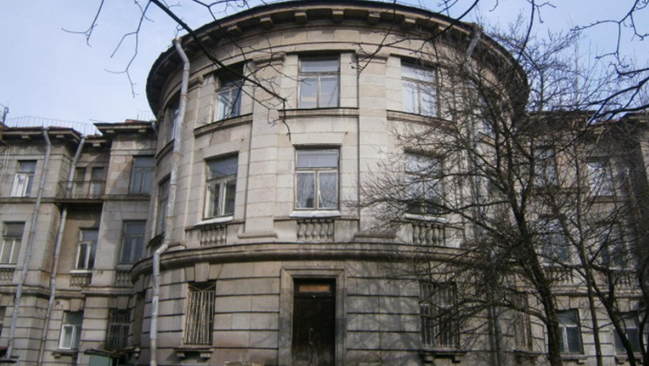 В Петербурге приостановили снос НИИ бумаги после иска градозащитницы