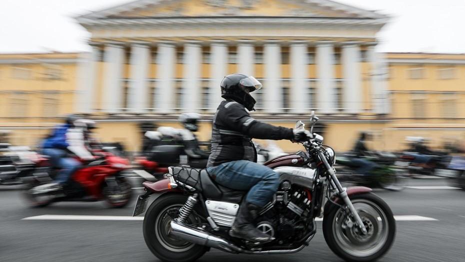 В Петербурге упал спрос на поддержанные автомобили и мотоциклы
