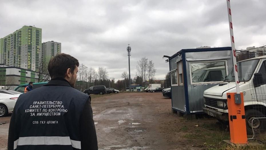 В Петербурге за один день освободили от автостоянок 10 тыс. м2 земли