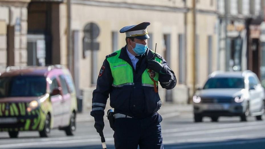 В Пушкине мигрант сбежал от полиции после столкновения с патрульным авто