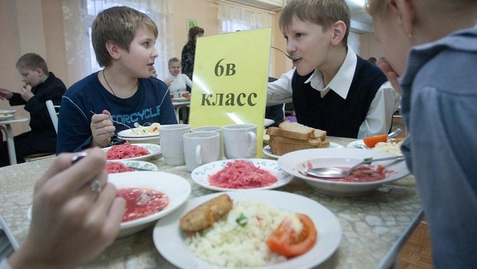 Беглов утвердил бесплатное горячее питание для школьников в 2021 году