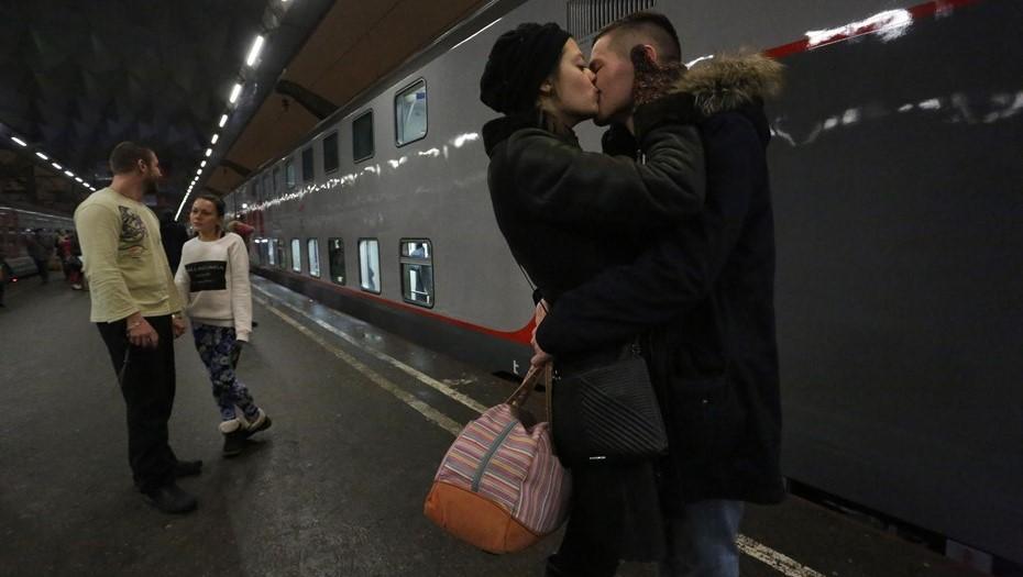 """Из Петербурга в Ярославль прибыл первый двухэтажный """"Новогодний экспресс"""""""