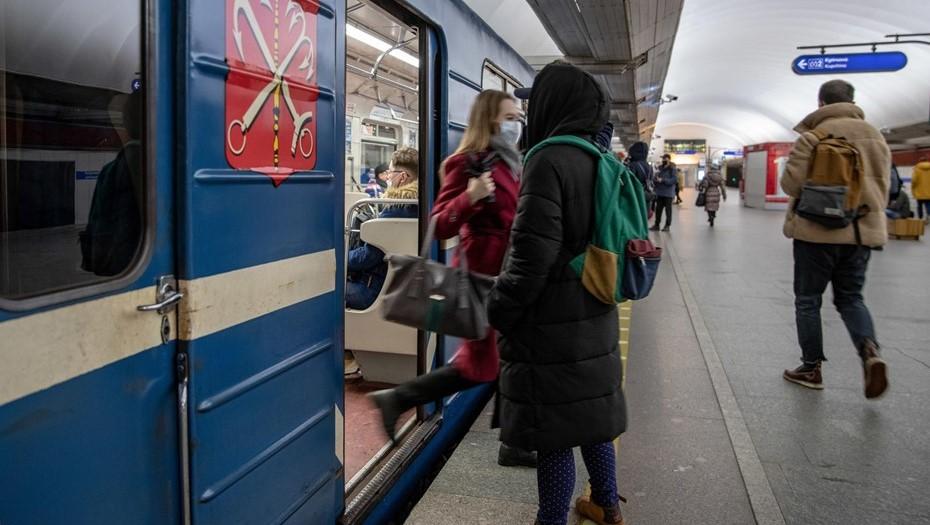 Пассажиропоток в метро Петербурга в пандемию сократился на треть