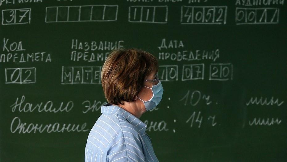 Педагогов 50+ в Петербурге соберут для ликбеза по мерам против COVID