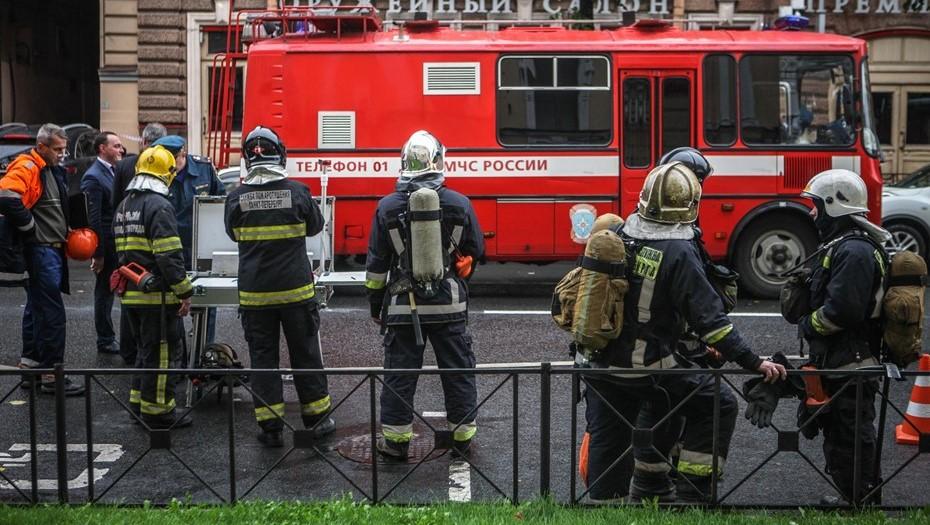 Пожар на крыше трамвайного парка в Петербурге тушат по номеру 1-БИС