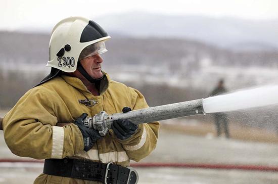 Пожарные ликвидировали открытое горение на рынке в Ростове-на-Дону