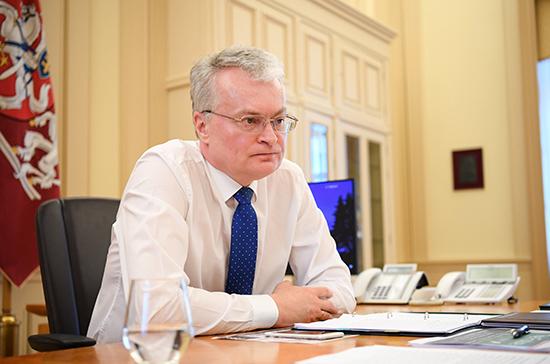Президент Литвы призвал граждан соблюдать более строгие ограничения из-за коронавируса