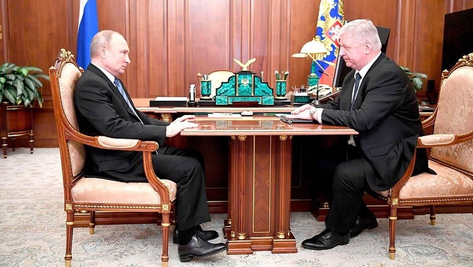 Путин допустил возобновление индексации пенсий работающим пенсионерам