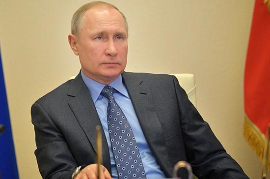 Путин поручил удвоить медикам выплаты за борьбу с COVID-19 в новогодние дни