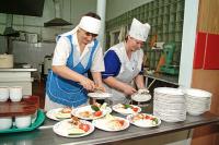 С Нового года почти 2 тысячи школ получат субсидии на горячее питание