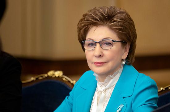 Совет Федерации продолжит помогать НКО, сообщила Карелова