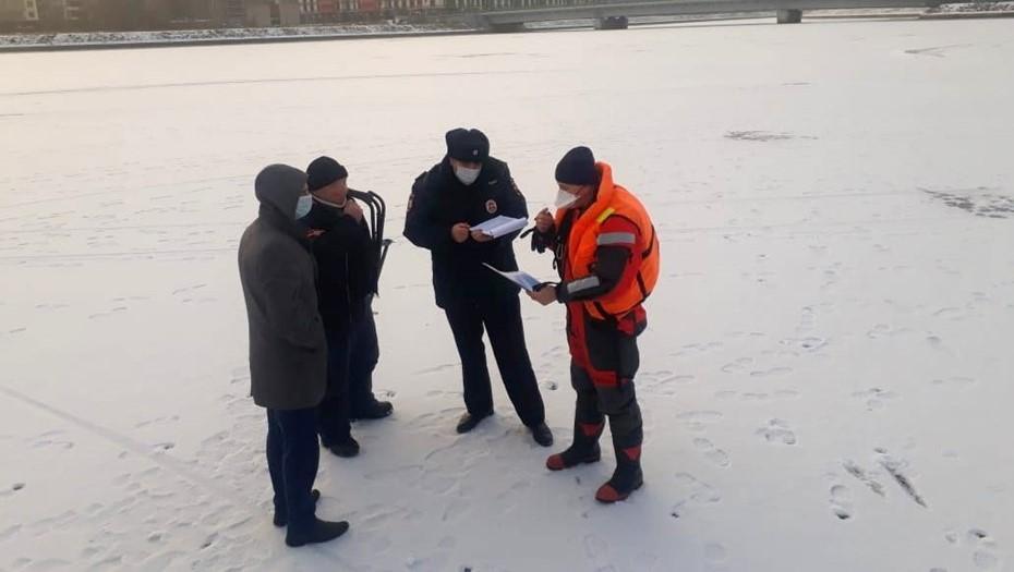 Спасатели выписали первые штрафы любителям зимней рыбалки