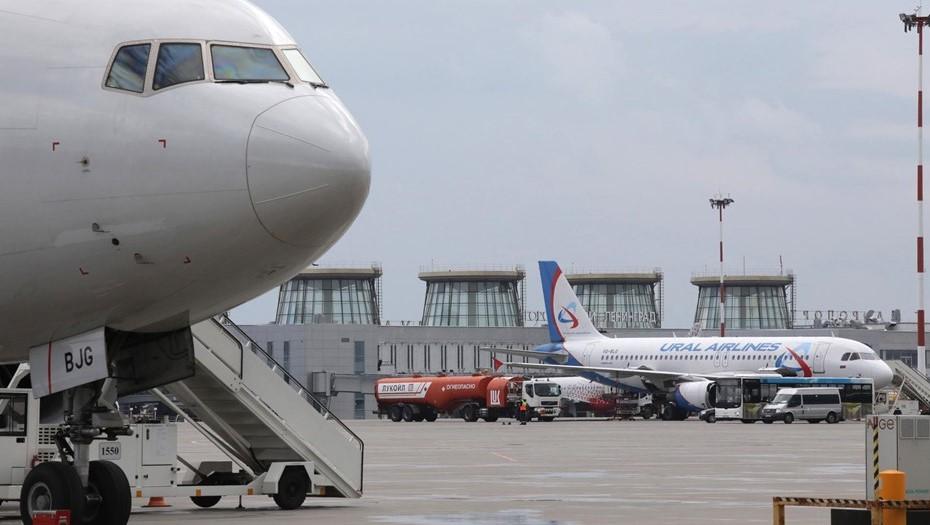 Спрос на авиабилеты из Петербурга на праздничные каникулы упал на 70%