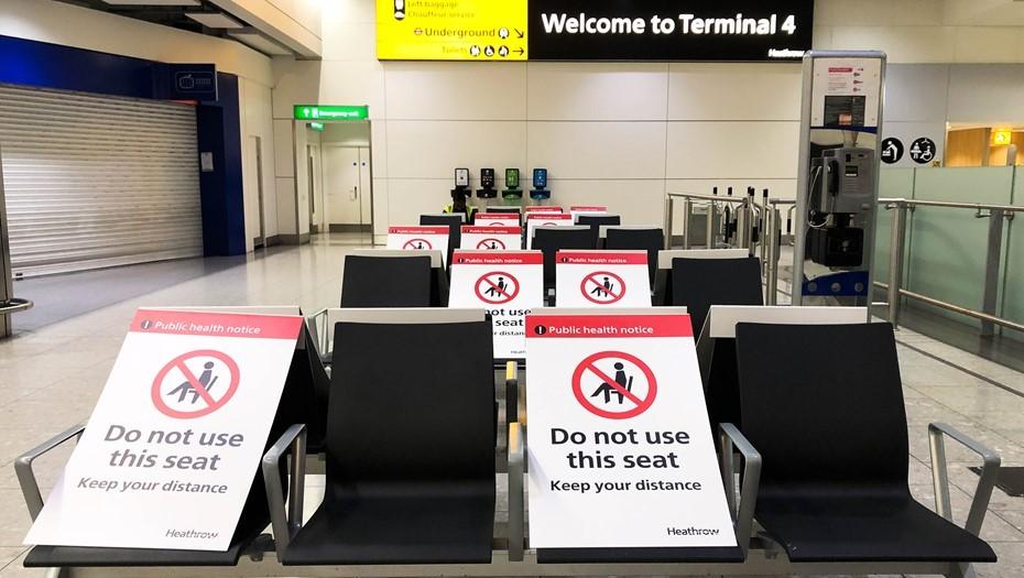 Страны ЕС закрывают авиасообщение с Британией из-за мутации COVID