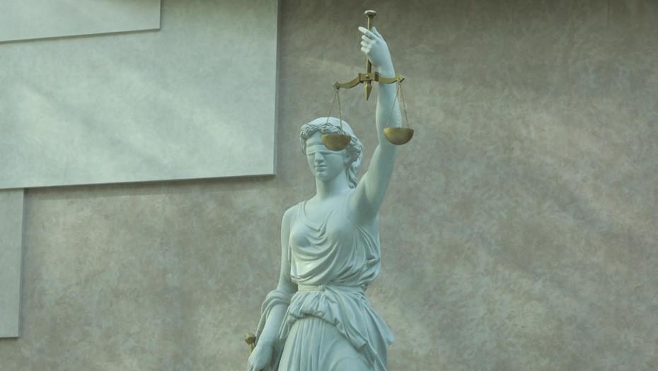 Суд в Петербурге арестовал на два месяца фотомодель за убийство мужа