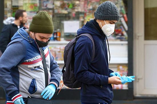 Ученые считают, что маски не могут остановить пандемию COVID-19