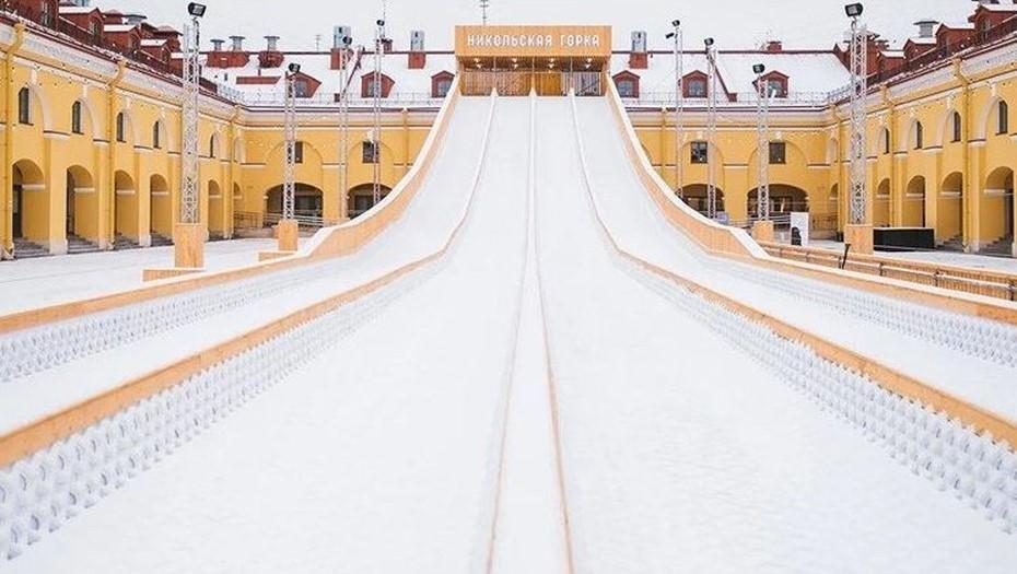 В центре Петербурга построили гигантскую горку