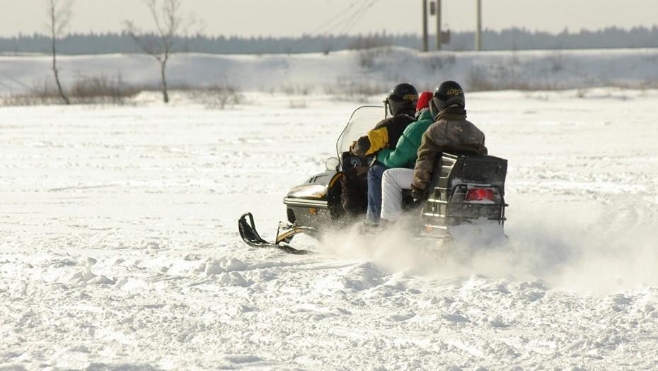 В Гатчине водитель снегохода попал под колёса авто