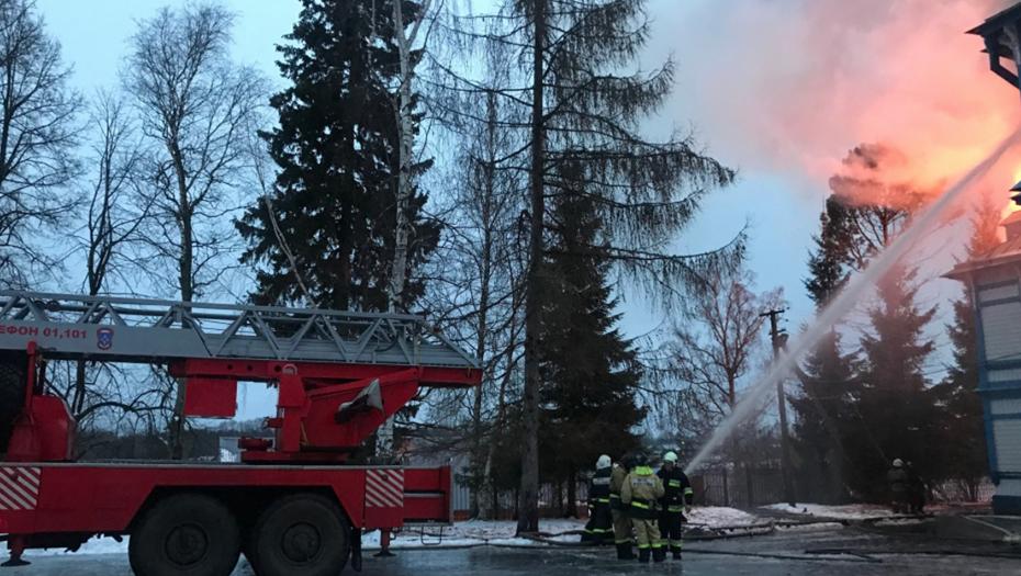 В Ленобласти сгорела усадьба, в которой расположен детский санаторий