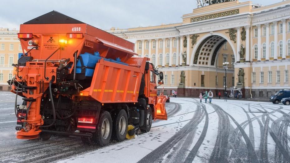 В Петербурге на борьбу с ночным снегопадом вывели свыше 7,5 тыс. дворников