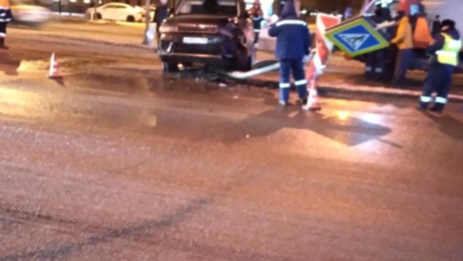 Водитель Range Rover сбежал после пьяного дрифта на Заневском проспекте